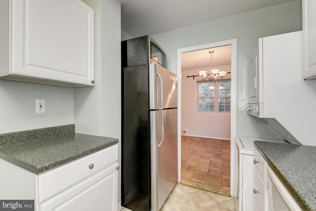 Updated kitchen - 3340 MARTHA CUSTIS DR #215, ALEXANDRIA