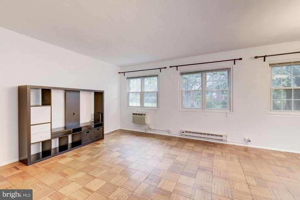 Tons of natural light - 3340 MARTHA CUSTIS DR #215, ALEXANDRIA
