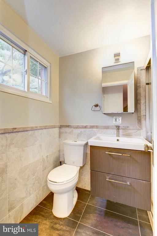 Modern tile and upgraded finishes - 3340 MARTHA CUSTIS DR #215, ALEXANDRIA