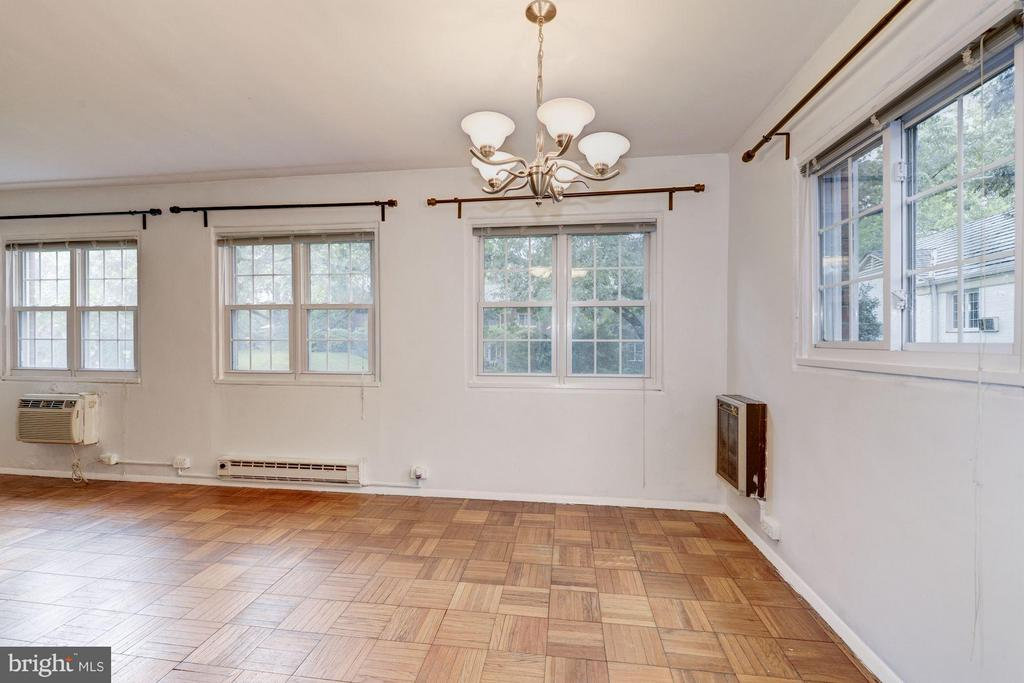 Dining room area overlooks green space - 3340 MARTHA CUSTIS DR #215, ALEXANDRIA