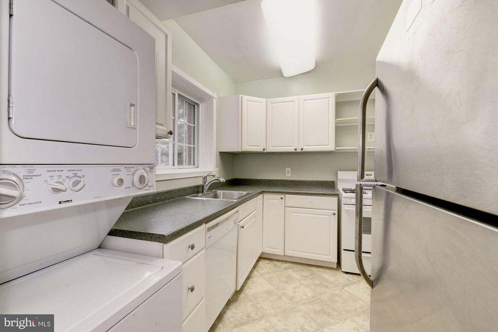 Tons of counter and cabinet space - 3340 MARTHA CUSTIS DR #215, ALEXANDRIA