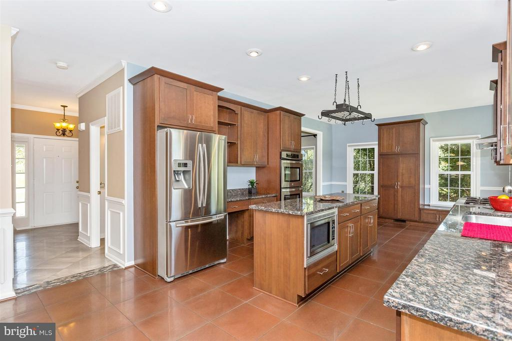Double wall oven. - 2301 FARMERS CT, ADAMSTOWN