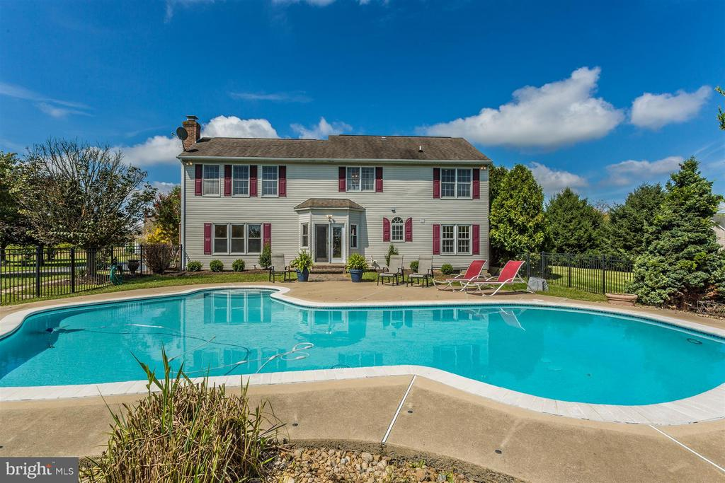 Fabulous built in pool. - 2301 FARMERS CT, ADAMSTOWN
