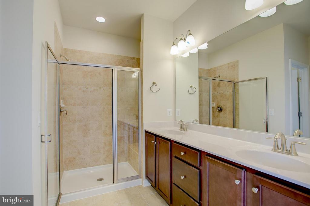 Beautifully Tiled Shower With Seat! - 336 PEAR BLOSSOM RD, STAFFORD