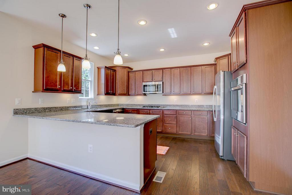 Over-sized Kitchen Island Fits Several Bar Stools! - 336 PEAR BLOSSOM RD, STAFFORD