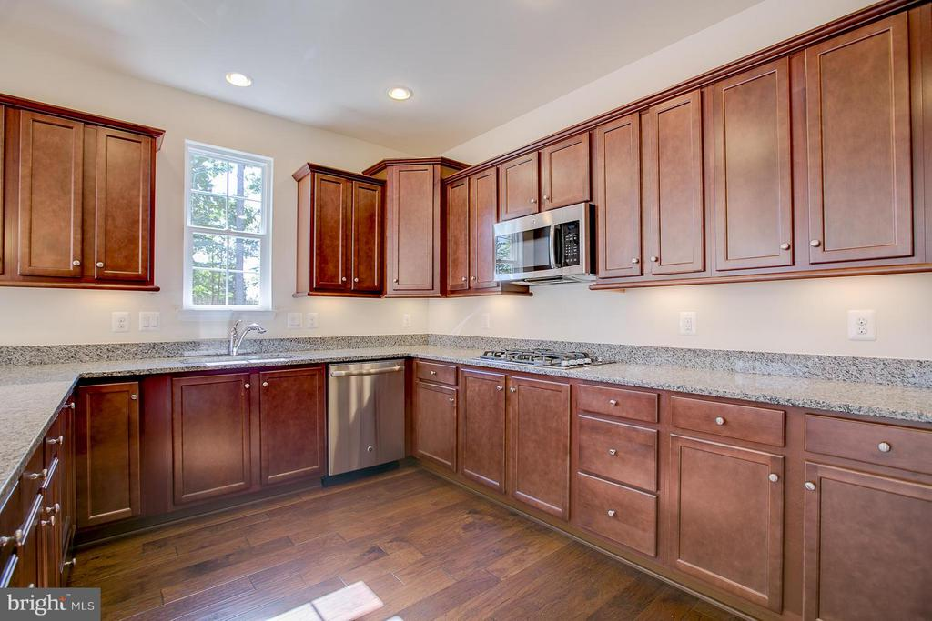 Under Cabinet Lighting Crown Molding - 336 PEAR BLOSSOM RD, STAFFORD