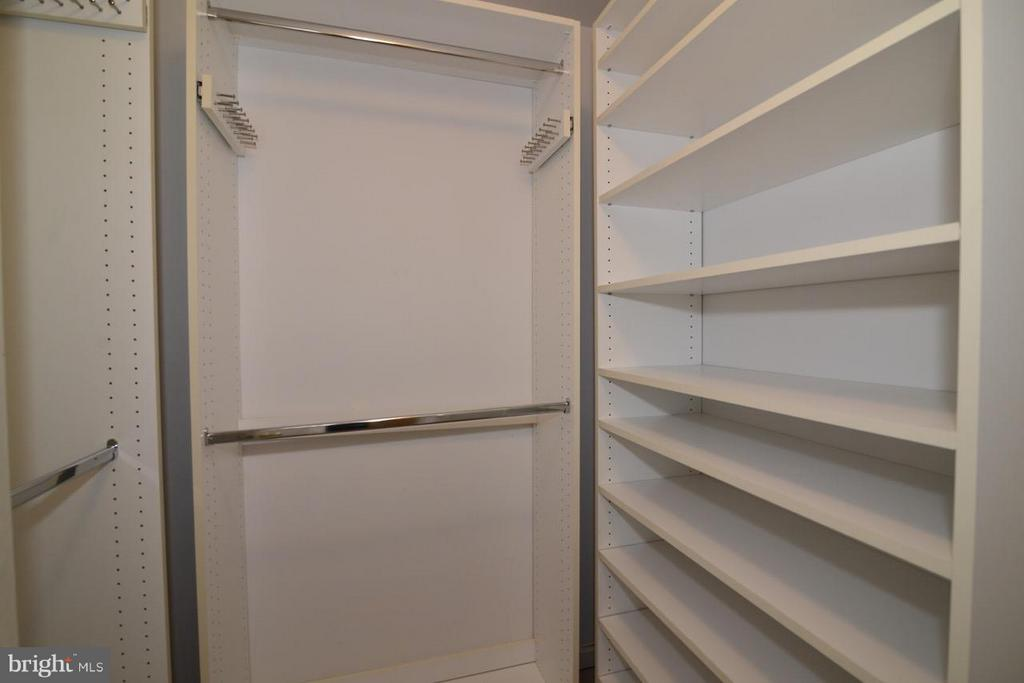 His and hers walk-in closets - 17233 MAGIC MOUNTAIN DR, ROUND HILL