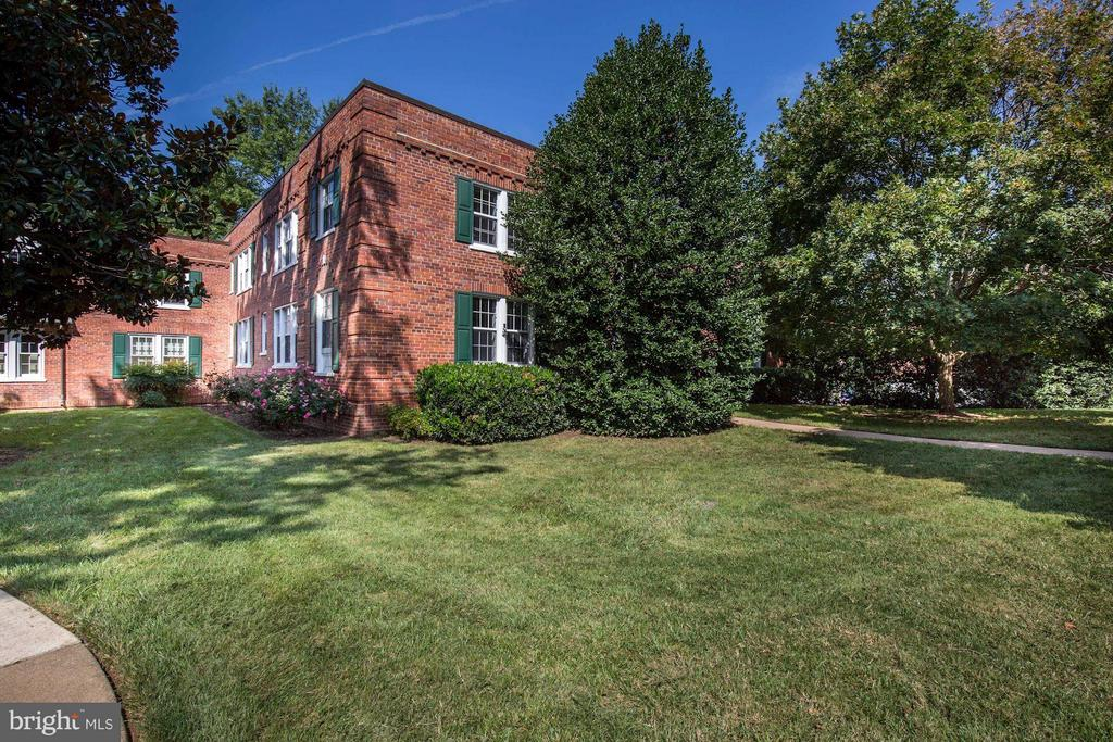WELCOME TO COLONIAL VILLAGE! - 1736 QUEENS LN #3-192, ARLINGTON