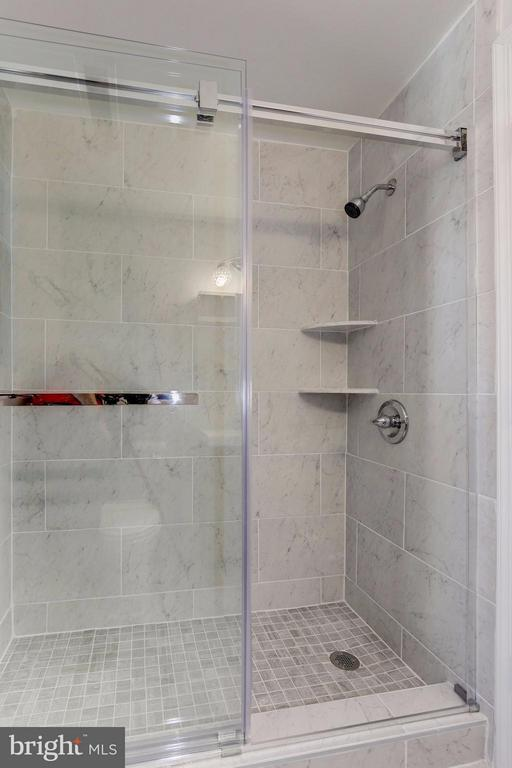 BATHROOM BOASTS GORGEOUSLY RENOVATED SHOWER! - 1736 QUEENS LN #3-192, ARLINGTON