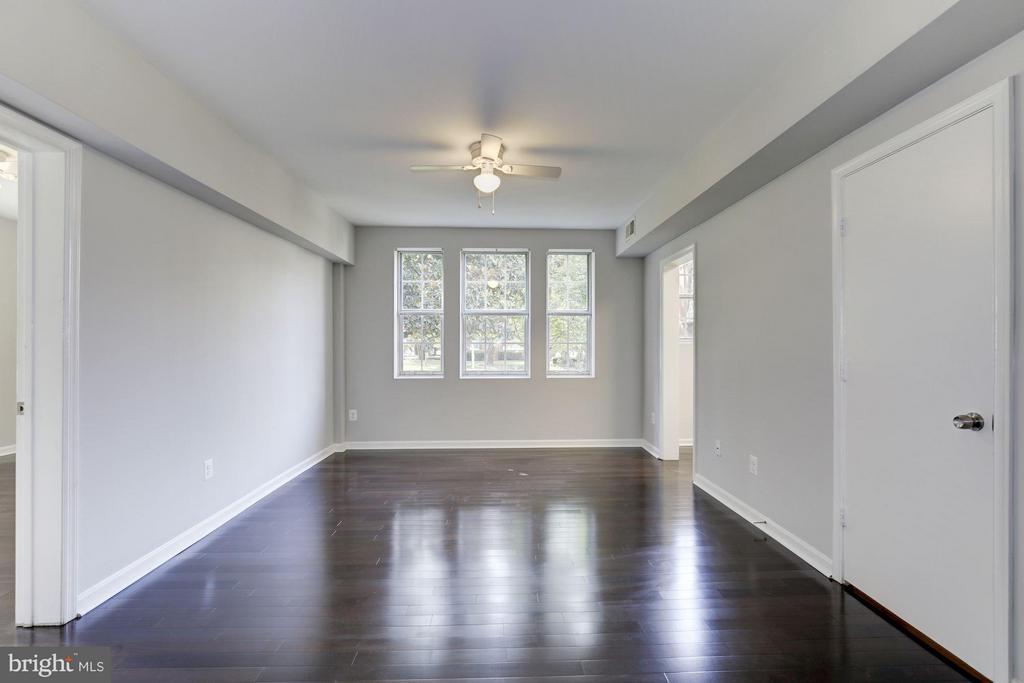 LIVING ROOM BOASTS BRAND NEW HARDWOOD FLOORS! - 1736 QUEENS LN #3-192, ARLINGTON