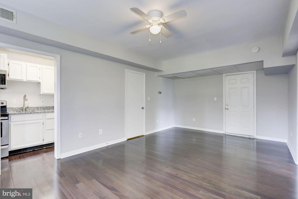 LIVING ROOM! - 1736 QUEENS LN #3-192, ARLINGTON