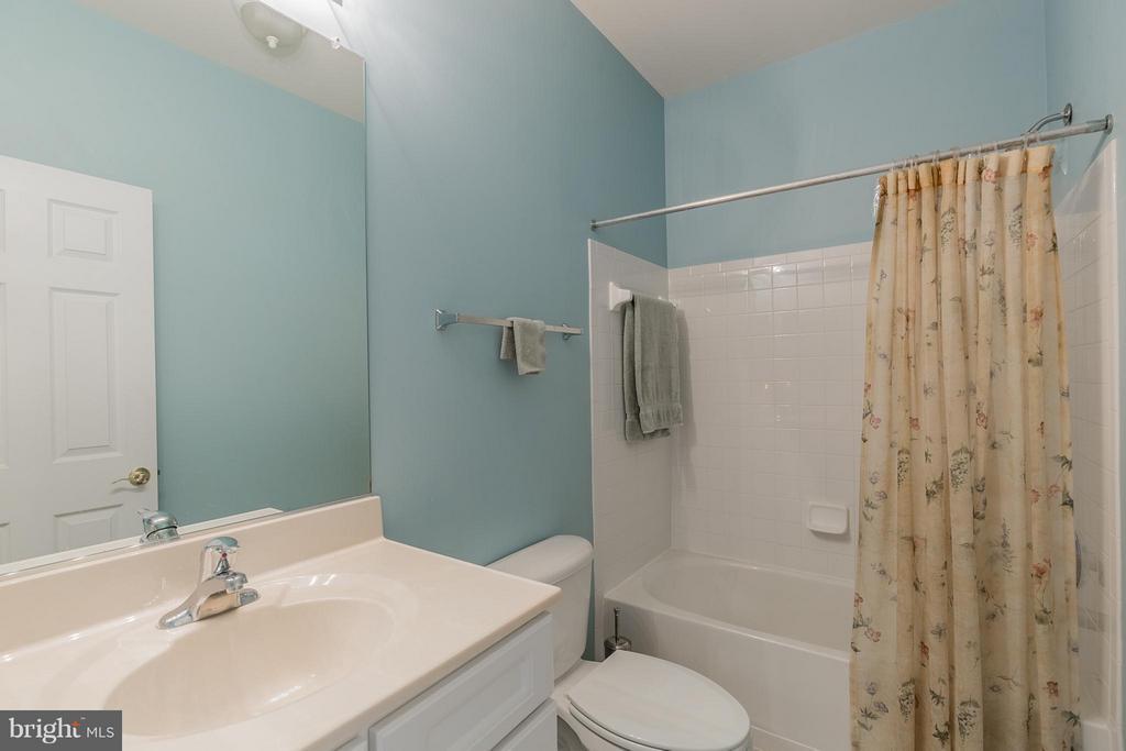 Second Full Bath on Main Level - 17271 FOUR SEASONS DR, DUMFRIES