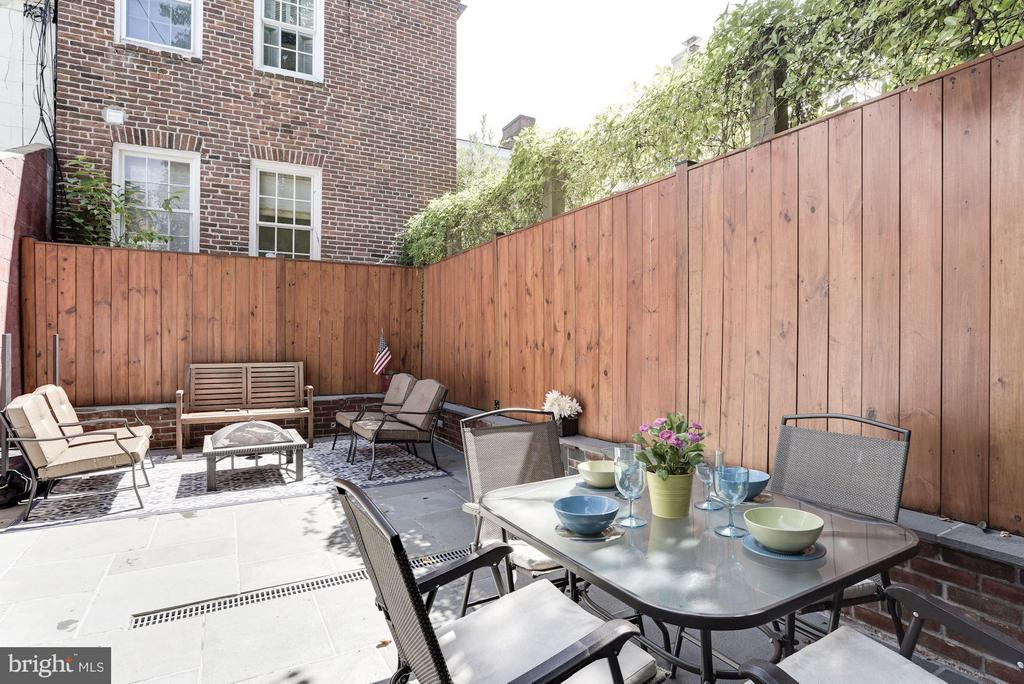 Space to Entertain Outdoors - 2806 DUMBARTON ST NW, WASHINGTON