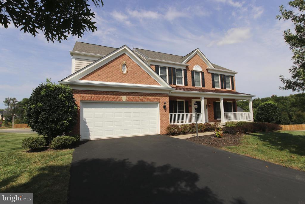 Brick front home at end of quiet cul-del-sac - 9406 OLD SETTLE CT, MANASSAS