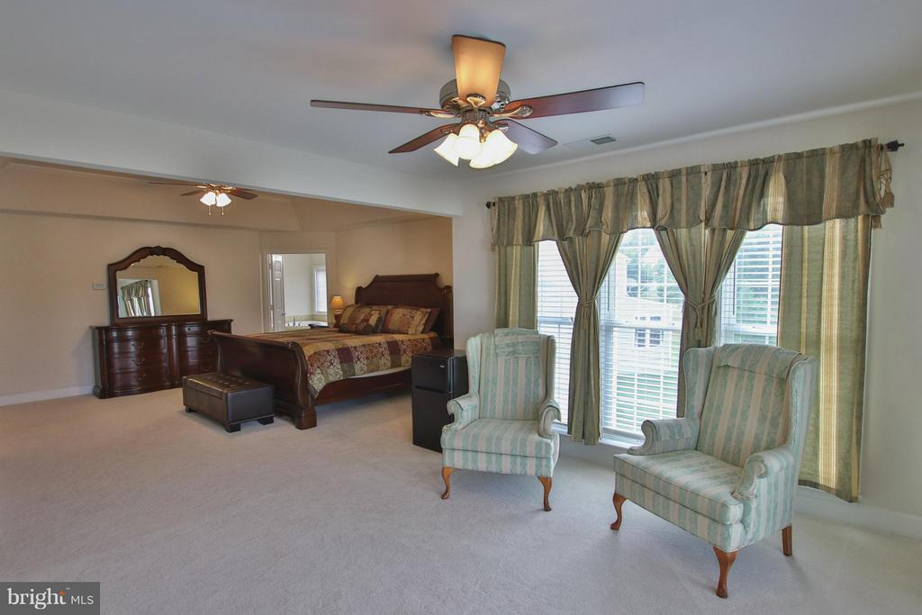 HUGE master suite w/ sitting room - 9406 OLD SETTLE CT, MANASSAS