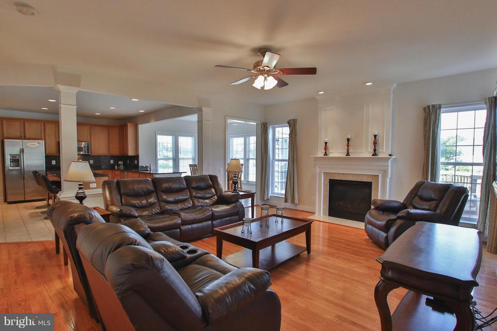 Lg space to relax with cozy gas fireplace. - 9406 OLD SETTLE CT, MANASSAS