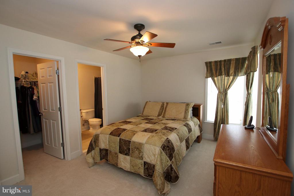 Princess suite offers a full bath & w/i closet - 9406 OLD SETTLE CT, MANASSAS