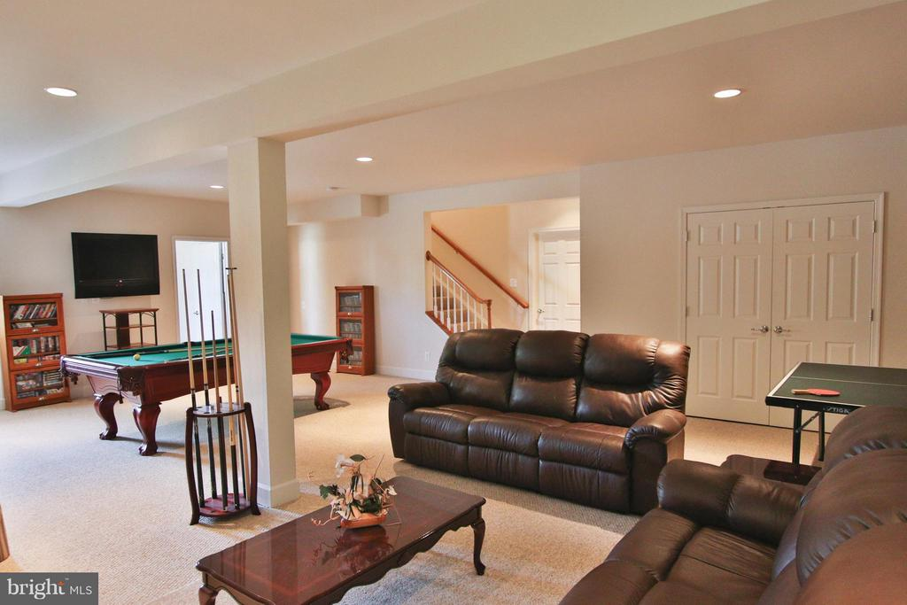Plenty of room to entertain a crowd! - 9406 OLD SETTLE CT, MANASSAS