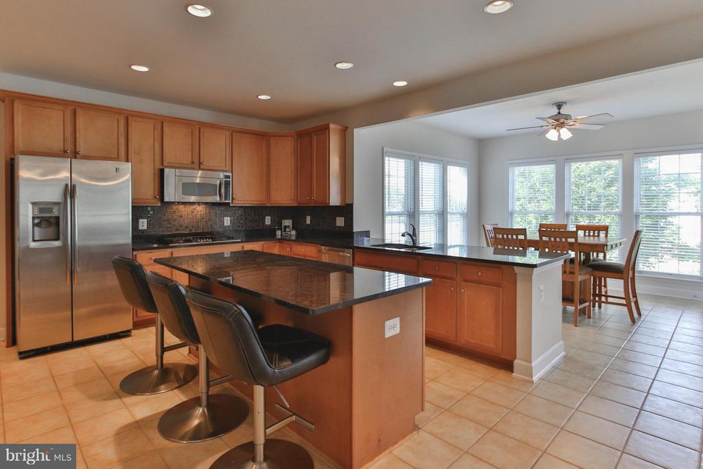A chef's dream kitchen & sunny breakfast room - 9406 OLD SETTLE CT, MANASSAS