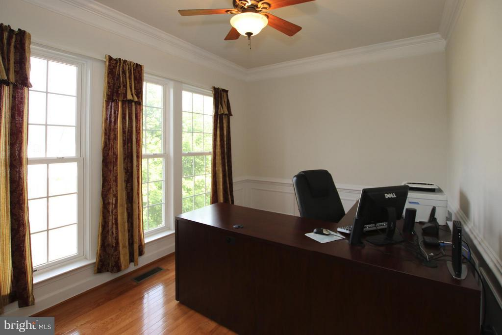 Private main level study - 9406 OLD SETTLE CT, MANASSAS