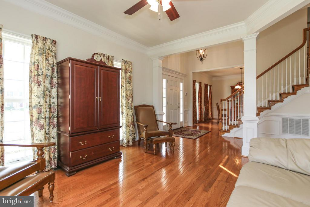 Look at these gorgeous hardwood floors! - 9406 OLD SETTLE CT, MANASSAS