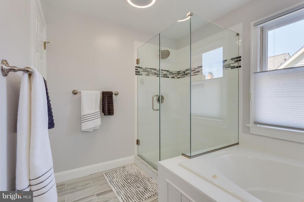 Bath (Master) - 1512 COLONIAL TER N, ARLINGTON