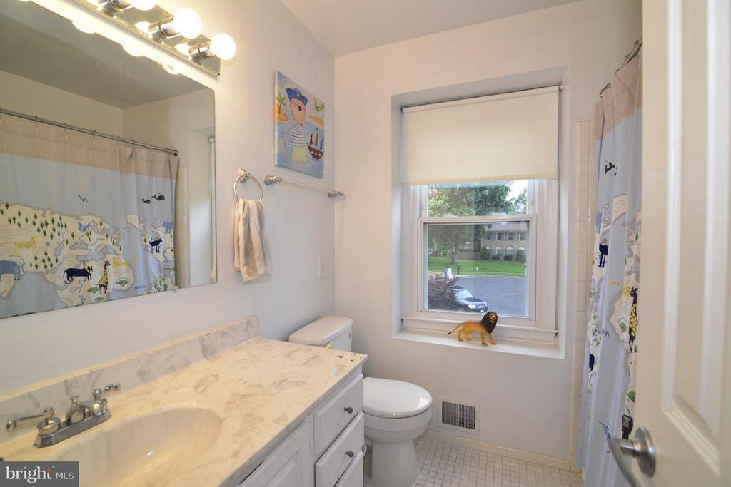 full bath - 13412 POCONO CT, HERNDON