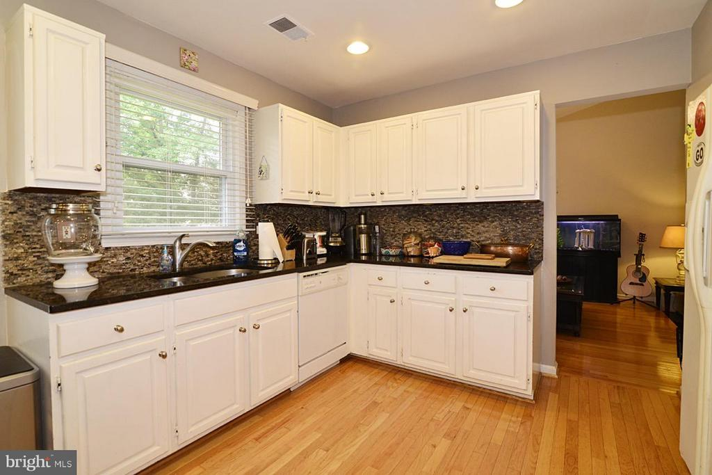 kitchen - 13412 POCONO CT, HERNDON
