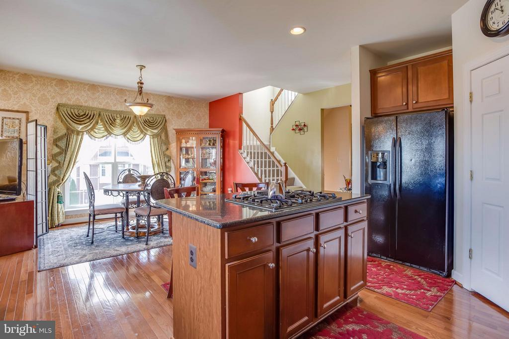 Opens to breakfast area, dining, and family room! - 8199 MCCAULEY WAY, LORTON