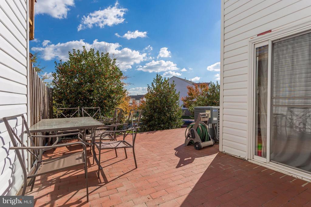 Brick patio, great for entertaining - 8199 MCCAULEY WAY, LORTON