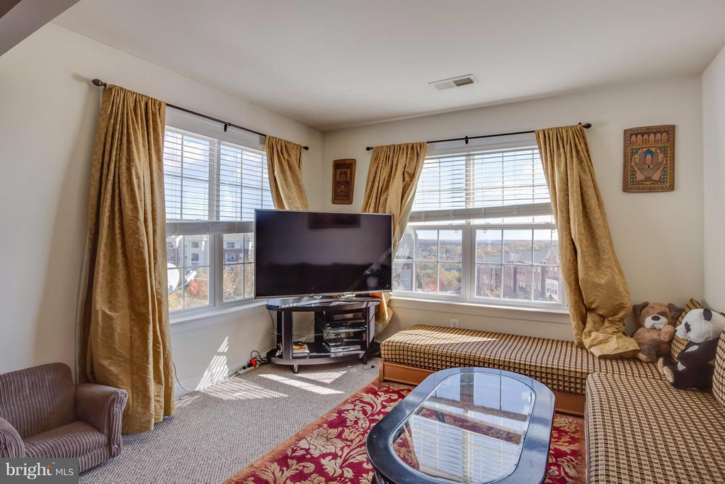 Bump Out: Sitting Room off Master Bedroom - 8199 MCCAULEY WAY, LORTON