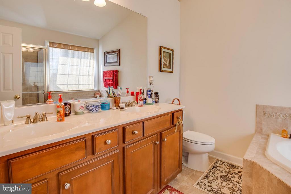 Double Vanity Sink, Ceramic Tile Flooring - 8199 MCCAULEY WAY, LORTON