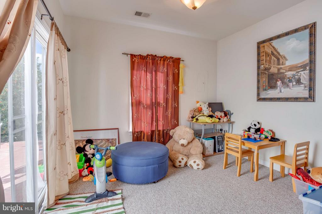 Bump Out: Great for Playroom or Extra Living Space - 8199 MCCAULEY WAY, LORTON