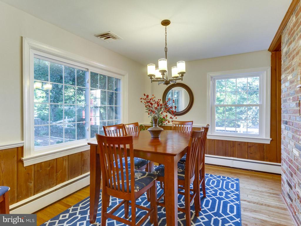 Delightful dining room with views of the patio - 5624 GLENWOOD DR, ALEXANDRIA
