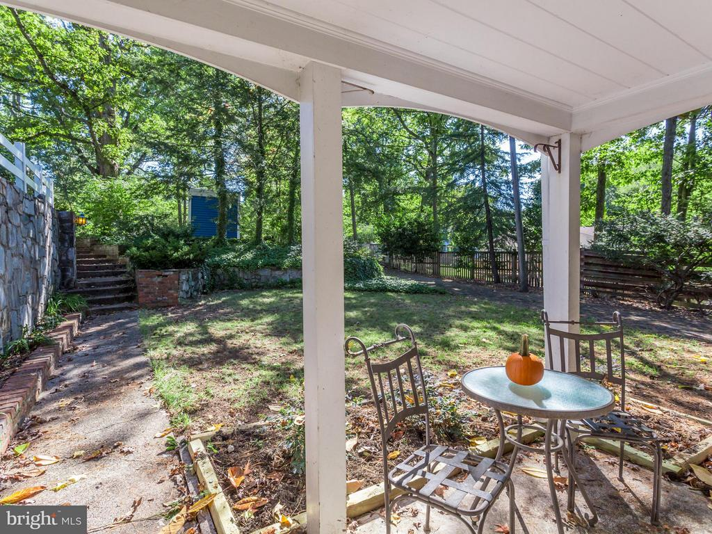 Adorable Porch by Great Room entrance - 5624 GLENWOOD DR, ALEXANDRIA