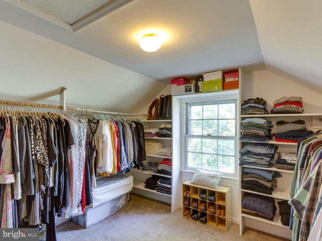 Ample walk-in closet space for the fashion lover! - 5624 GLENWOOD DR, ALEXANDRIA