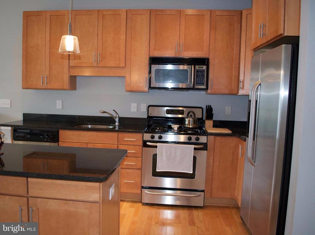 Kitchen - 1800 WILSON BLVD #323, ARLINGTON