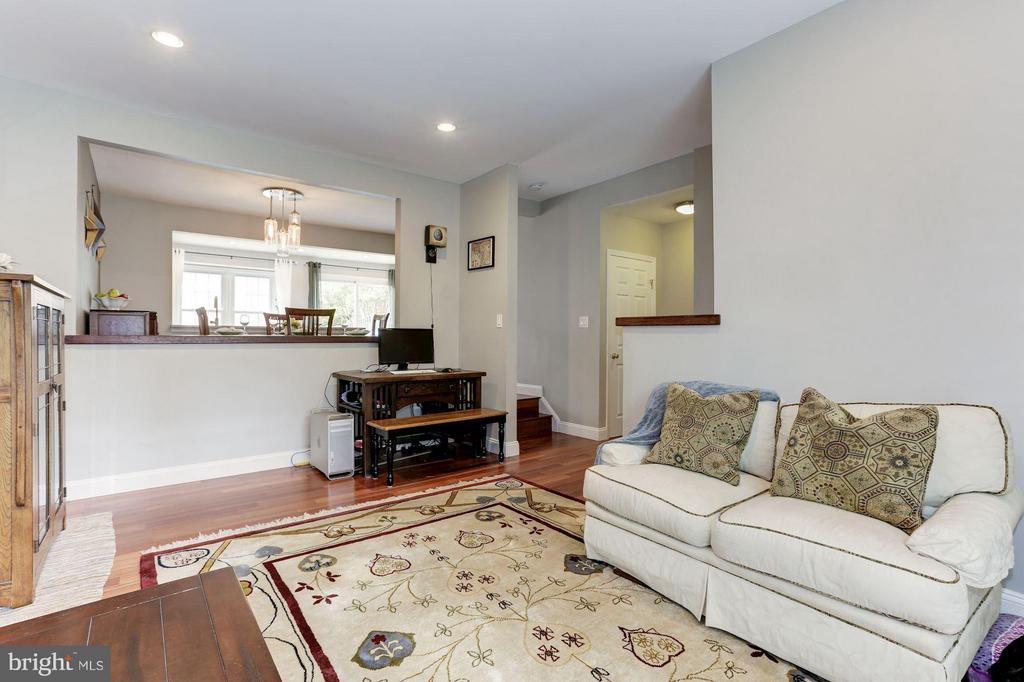Living Room - 9706 LAKEPOINTE DR, BURKE