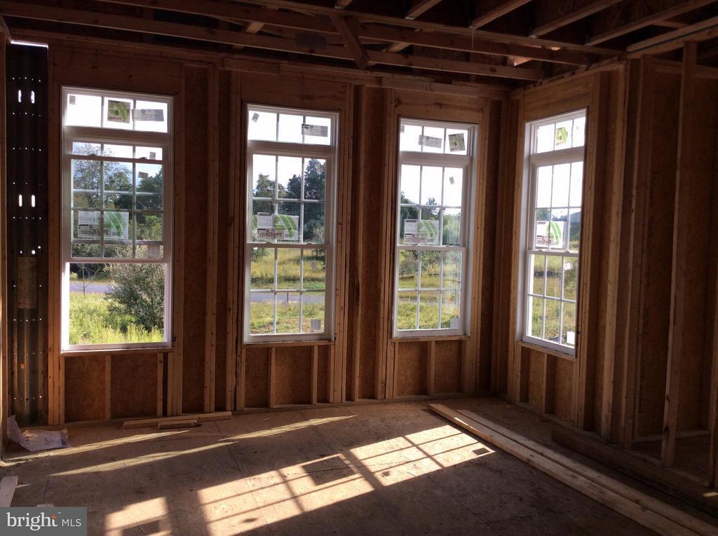 Living Room - 15958 WATERFORD MEADOWS PL, HAMILTON