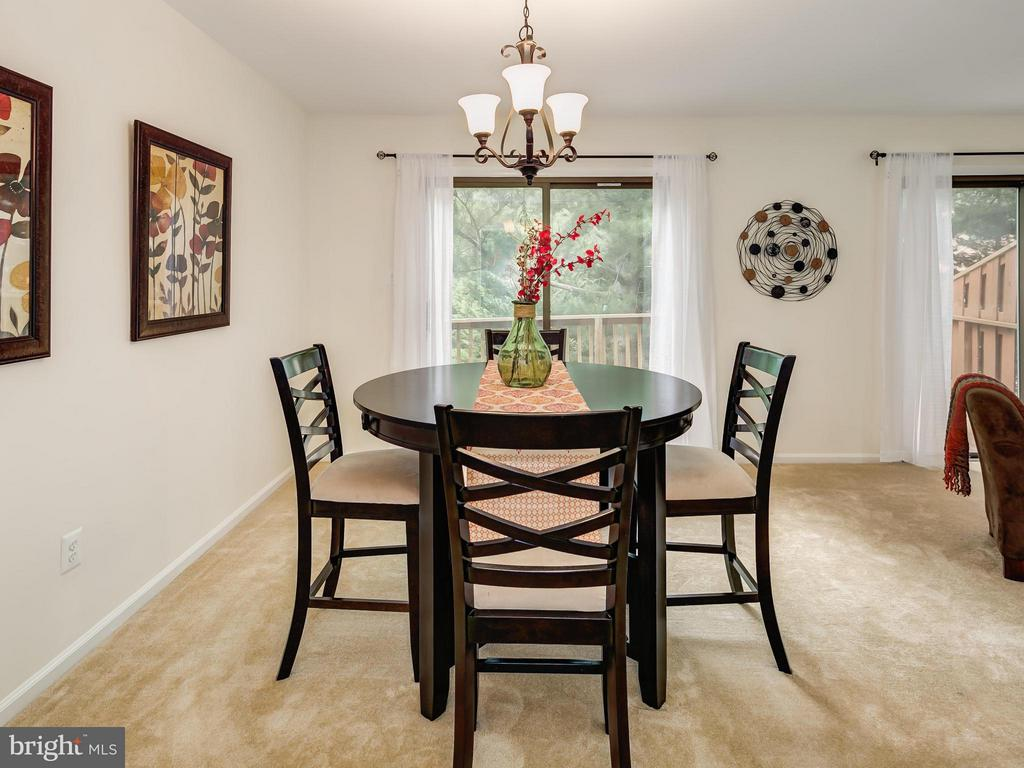 Dining Room off of the Kitchen and leads to deck - 5929 WATERS EDGE LANDING LN, BURKE