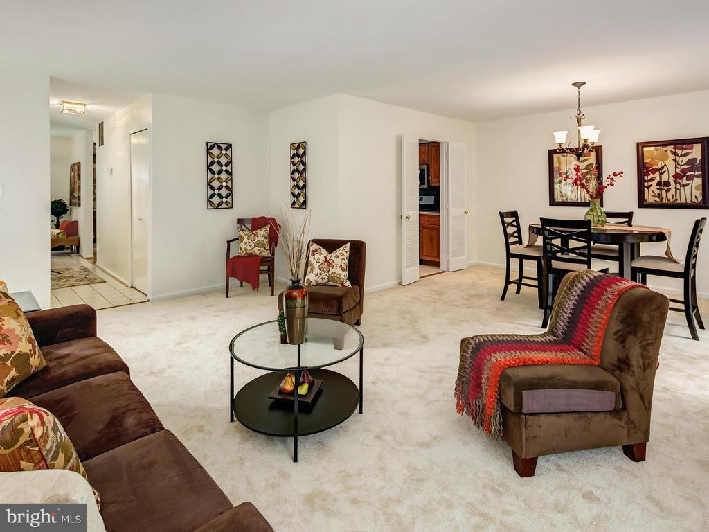 Dining/Living Room Combo-great for entertaining - 5929 WATERS EDGE LANDING LN, BURKE