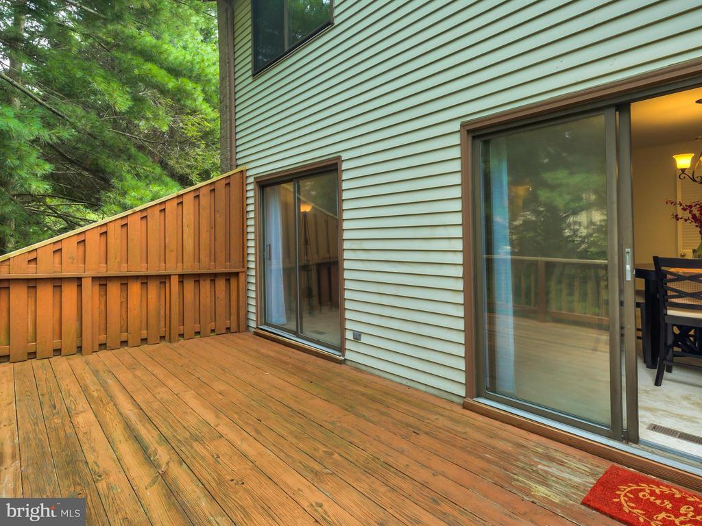 Deck off of Dining/Living Room Combo - 5929 WATERS EDGE LANDING LN, BURKE