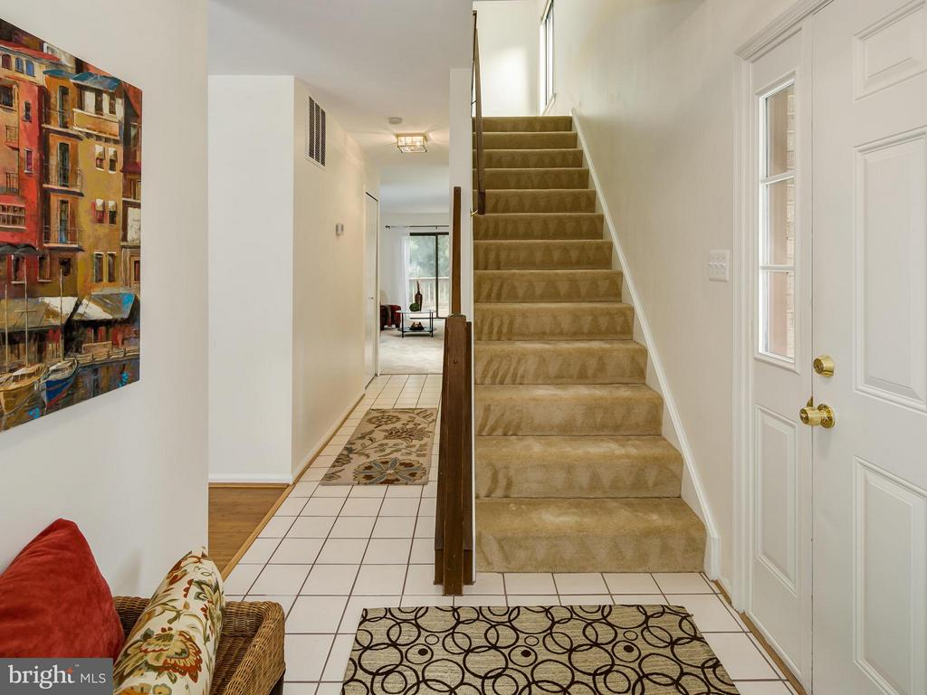 Tile foyer leads to family room, UL, and LR - 5929 WATERS EDGE LANDING LN, BURKE