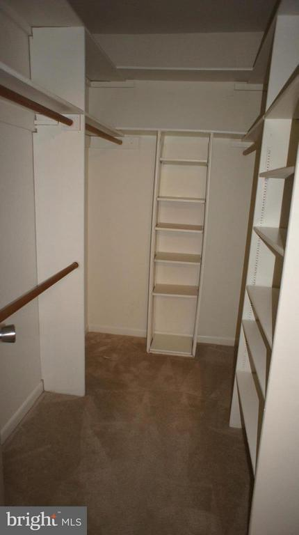 Walk-in Closet - 1405 NORTHGATE SQ #32B, RESTON