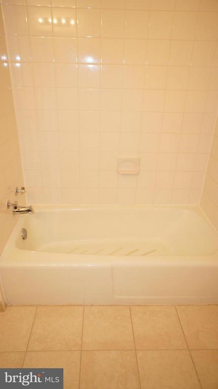 Second Bath - 1405 NORTHGATE SQ #32B, RESTON