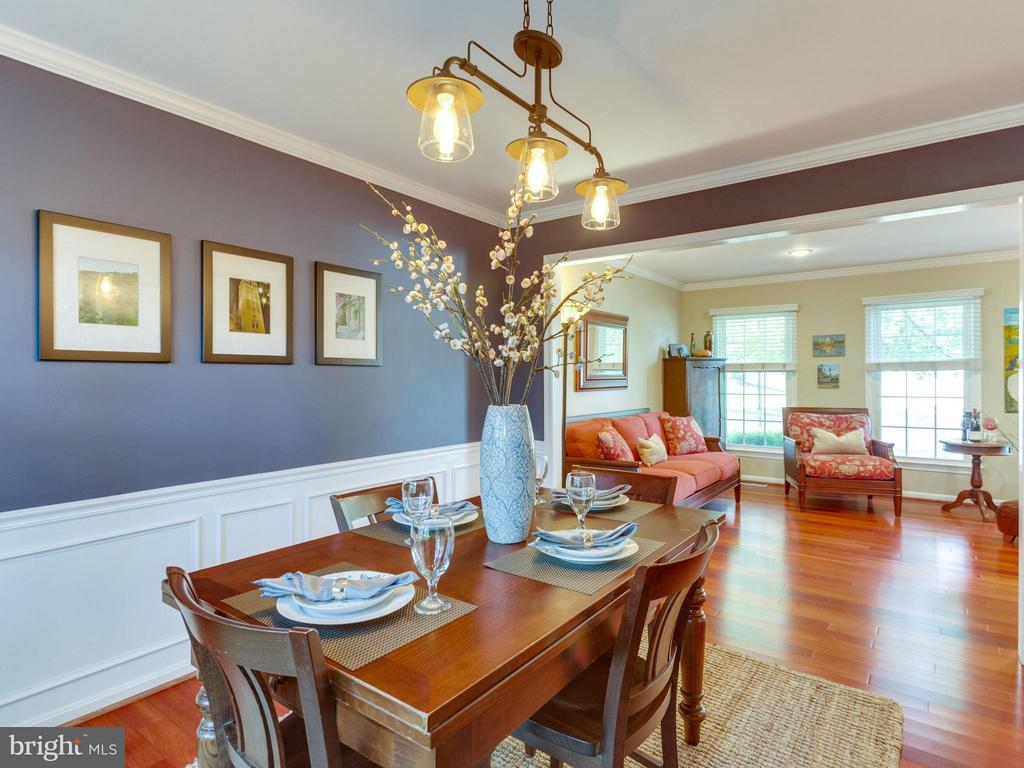 Lots of light in the living/dining area! - 6229 GENTLE LN, ALEXANDRIA