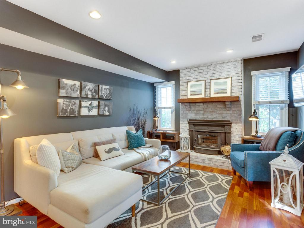 Cozy family room with fireplace - 6229 GENTLE LN, ALEXANDRIA