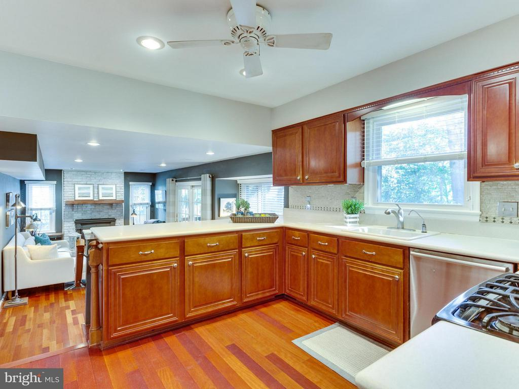 Lots of counter space makes meal prep a breeze! - 6229 GENTLE LN, ALEXANDRIA