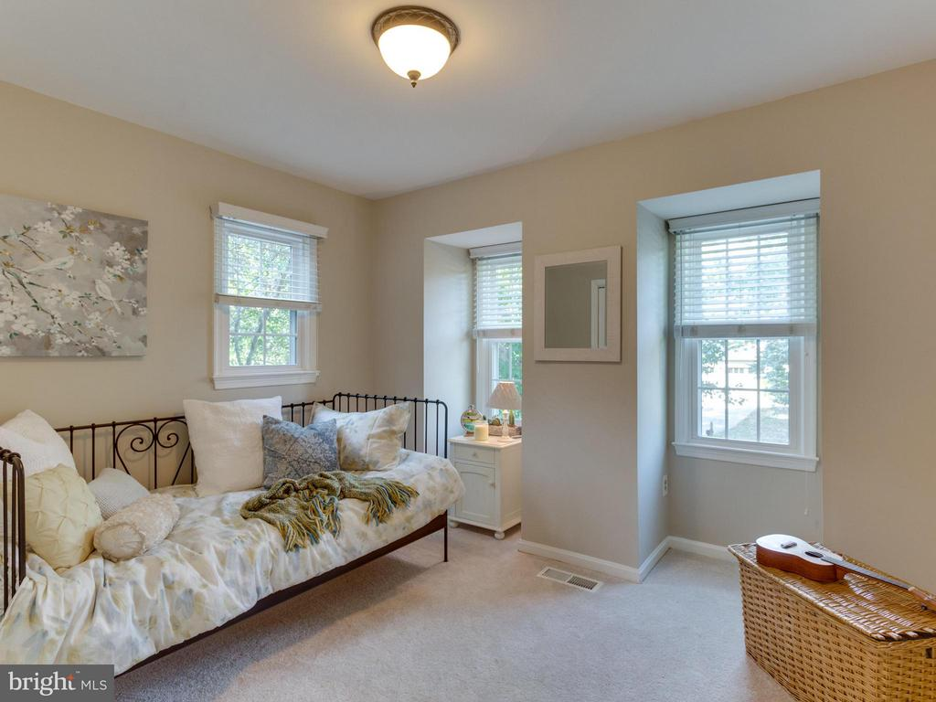 Third bedroom is also freshly painted and cheerful - 6229 GENTLE LN, ALEXANDRIA