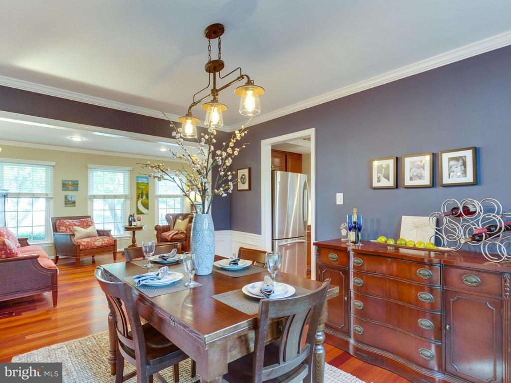 Dining room opens up into the living room - 6229 GENTLE LN, ALEXANDRIA